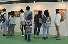 Tài trợ triển lãm tranh thế giới được vẽ bởi các họa sĩ tài ba chỉ chắp bút bằng miệng và chân (Culture and Arts)